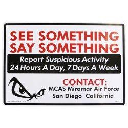 画像1: アメリカン雑貨 看板 プラスチックサインボード 不審者をみたらご連絡を CA-67